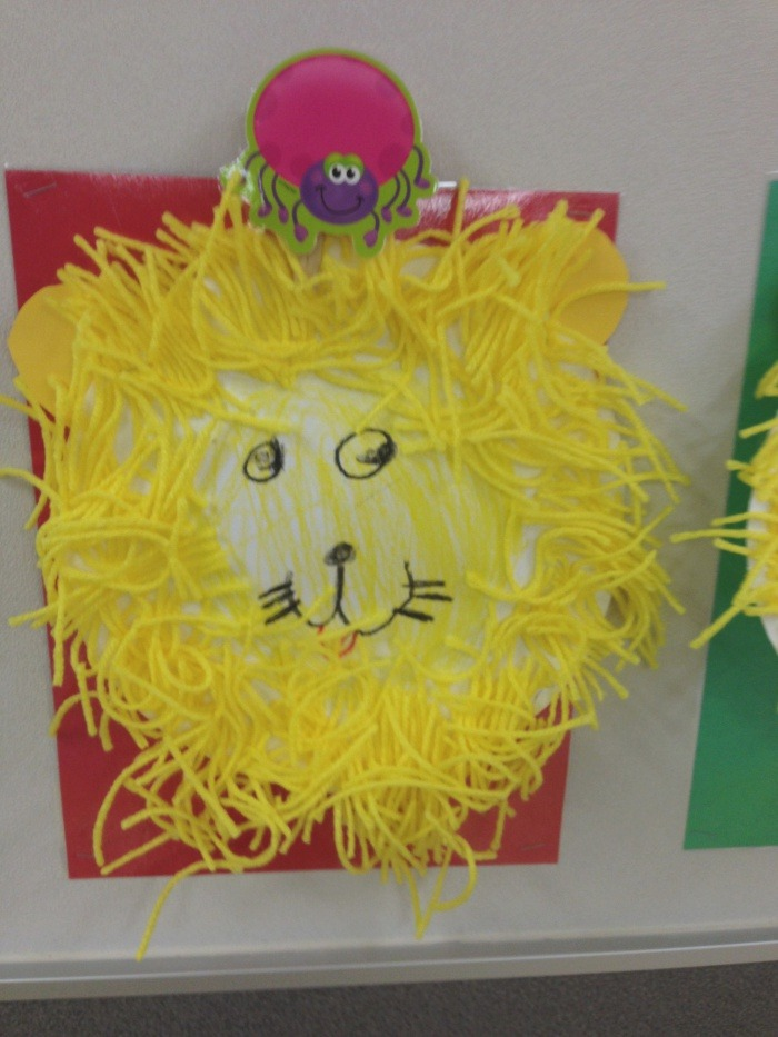 Paper Lion Using Yellow Yarn for the Mane